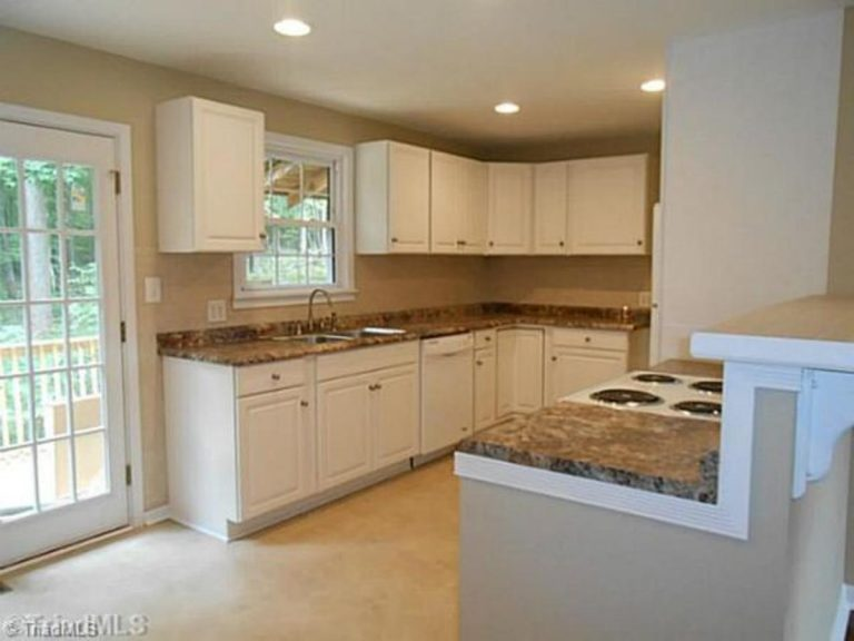 New remodeled kitchen with granite kitchen cabinet table top